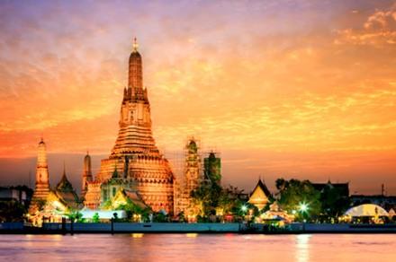 ワット・アルンの美しい仏塔にうっとり